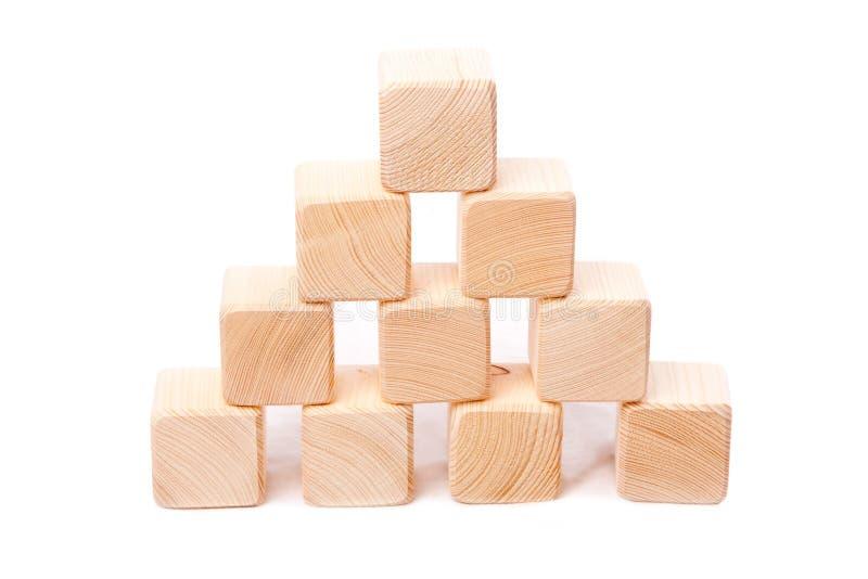Pyramide des cubes en bois photo libre de droits