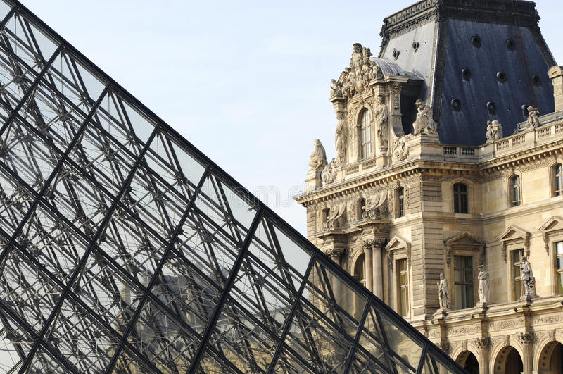 Pyramide des Louvre, Paris, Franca stockbilder