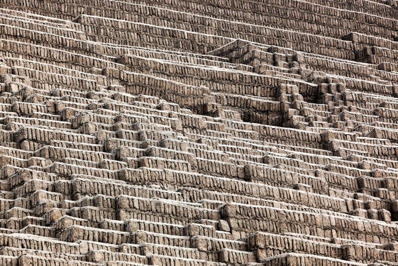 Pyramide des luftgetrockneten Ziegelsteines stockfoto