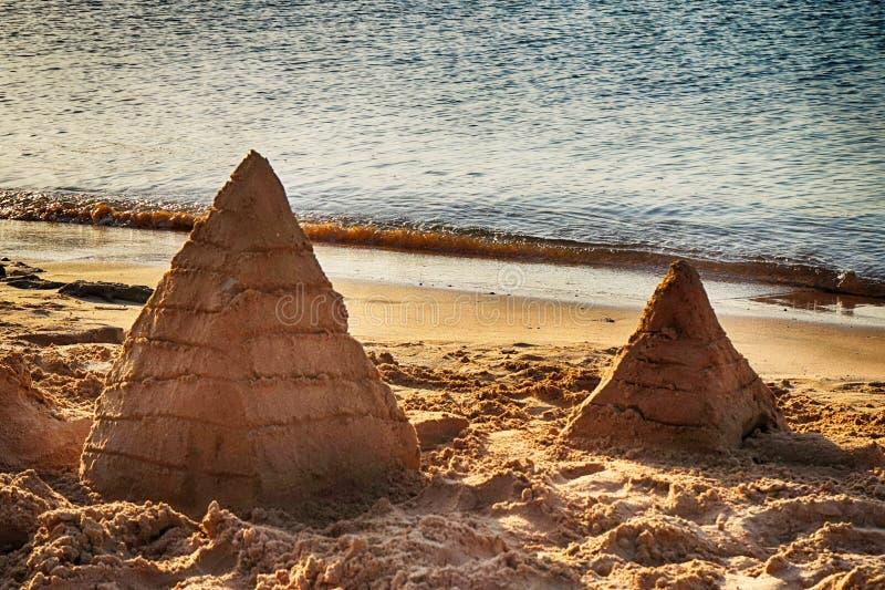 pyramide du sable photographie stock libre de droits