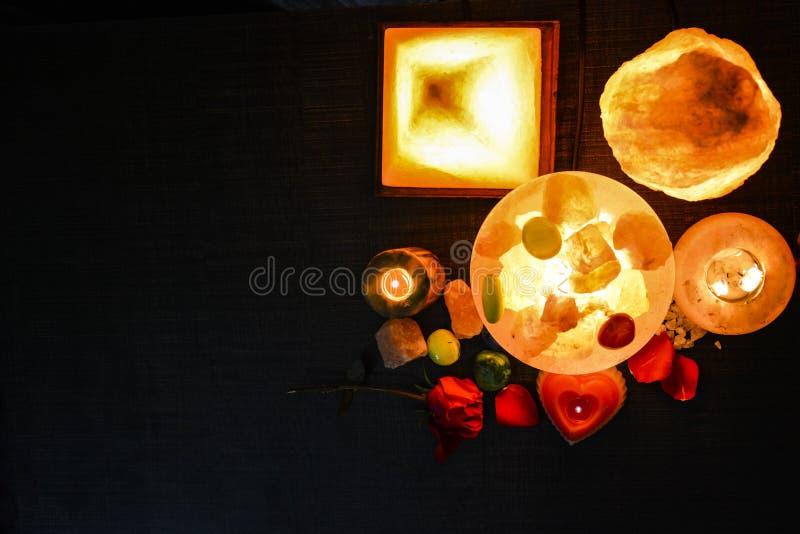Pyramide, Ei u. natürliche Salz-Lampen | Himalajasalz lizenzfreies stockfoto