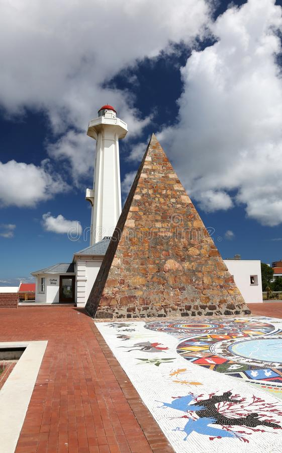 Pyramide et phare à Port Elizabeth photographie stock libre de droits