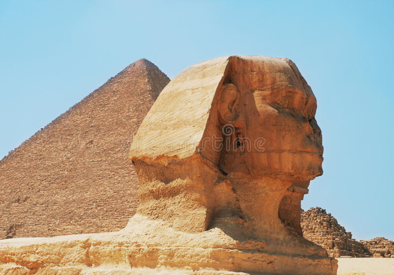 Pyramide et sphinx photographie stock