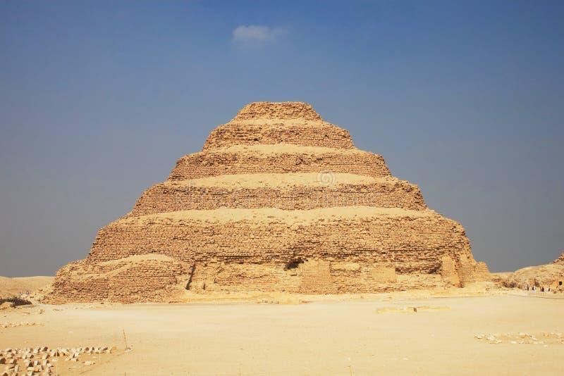 Pyramide faite un pas grande image libre de droits