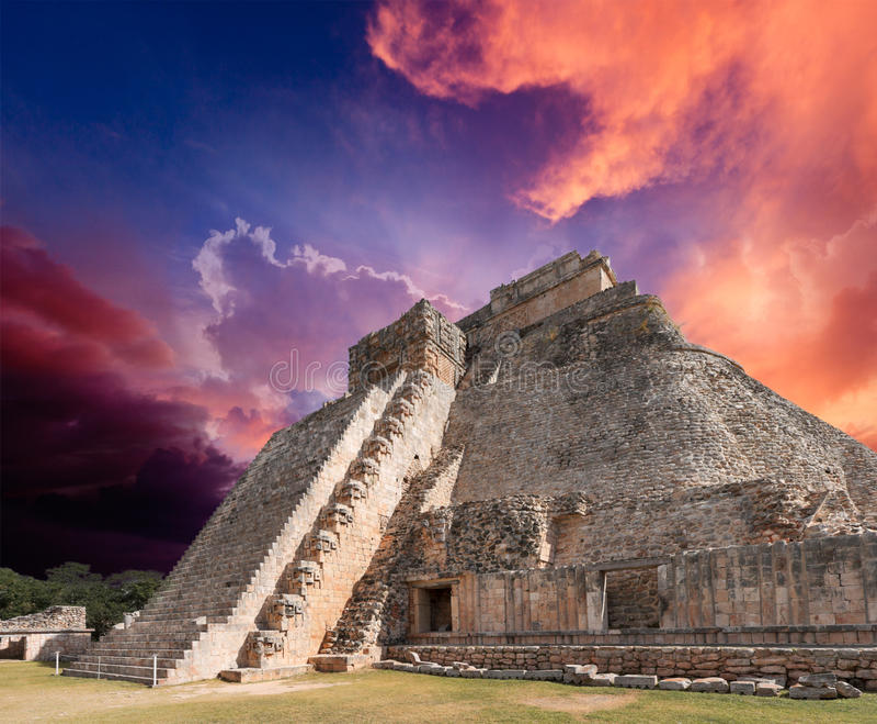 Pyramide maya dans Uxmal, Mexique photo libre de droits