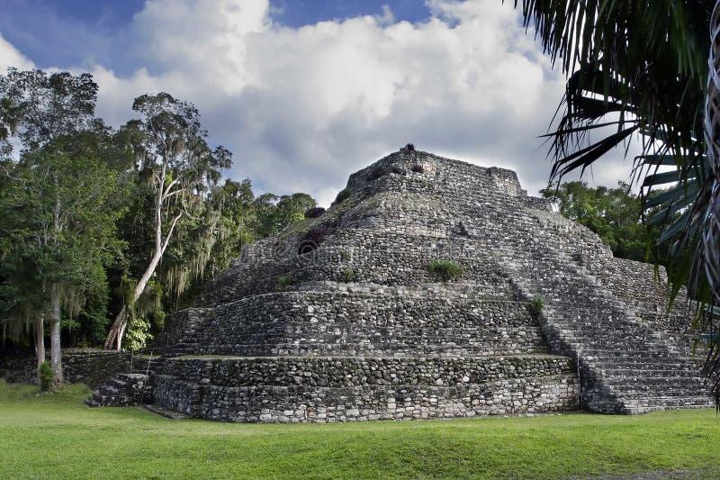 Pyramide maya de ruine image stock