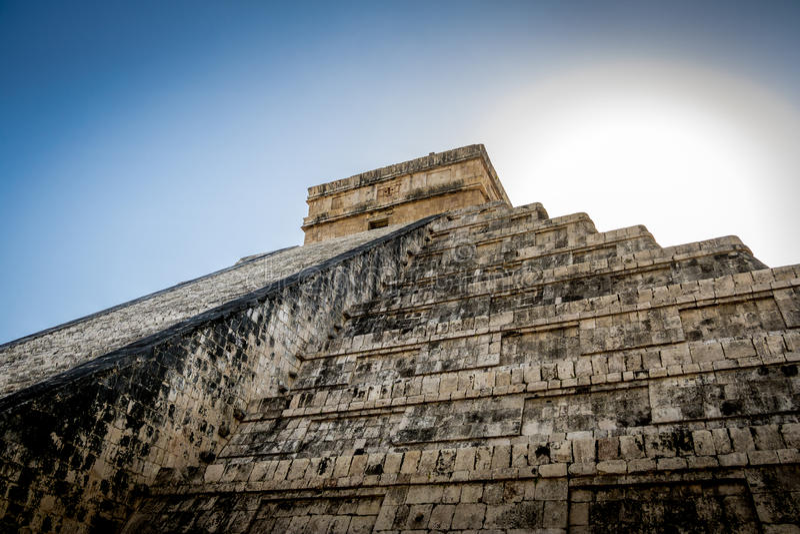 Pyramide maya de temple de Kukulkan - Chichen Itza, Yucatan, Mexique image libre de droits