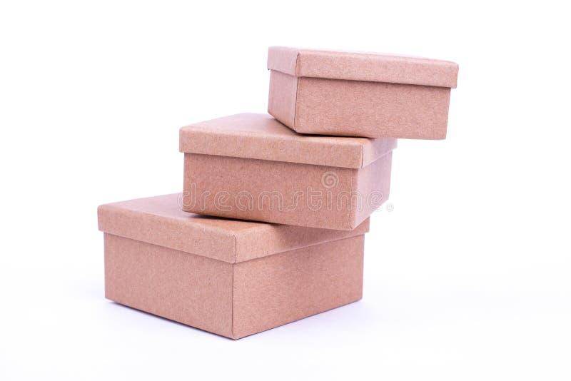 Pyramide von drei Pappschachteln lizenzfreies stockbild