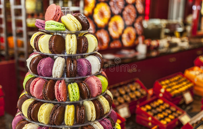 Pyramide von Macarons stockbilder