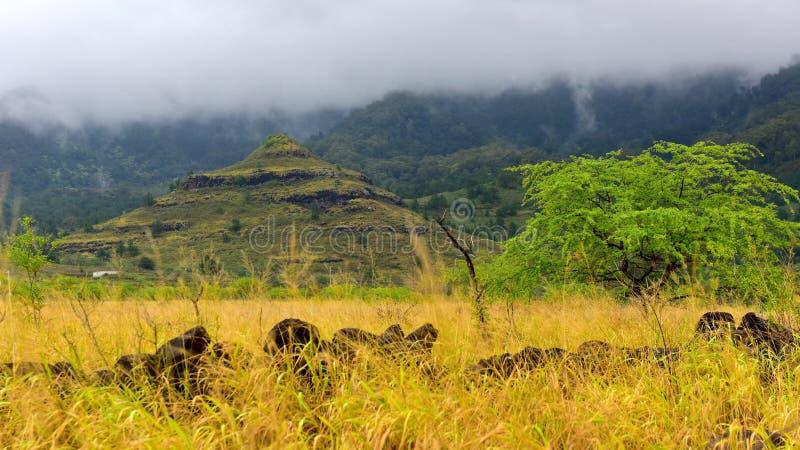 Pyramide an Waianae-Tal lizenzfreie stockfotografie