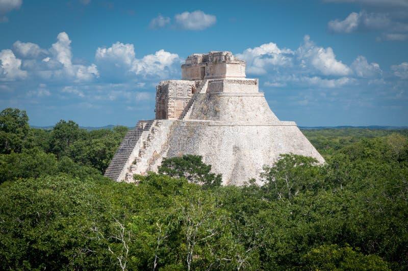 Pyramiden av trollkarlen, Uxmal Maya fördärvar, Mexico arkivfoton