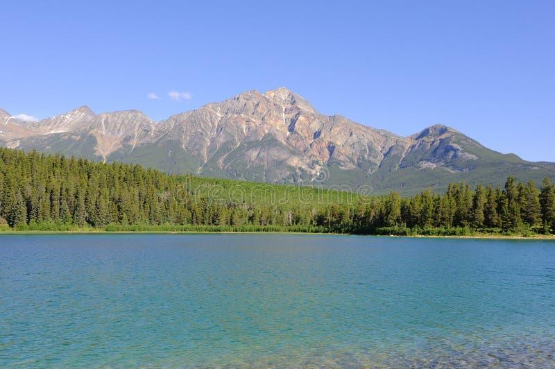 Pyramiden-Berg und Patricia Lake stockfotografie