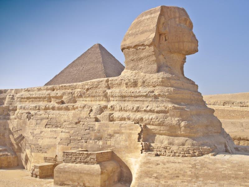 Pyramiden in Giza Kairo Ägypten und die Sphinx lizenzfreies stockfoto