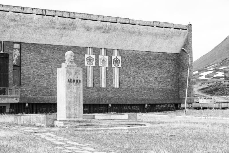 PYRAMIDEN, NORVÈGE - 25 juin 2015 : Extérieur du buste de Lénine photos libres de droits