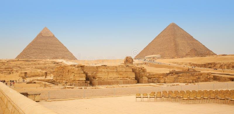 Pyramiden und die Sphinx in Giseh Egypt stockbilder