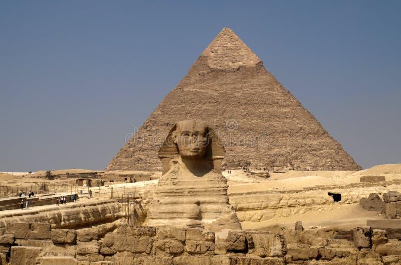 Pyramiden und Sphinx lizenzfreie stockbilder