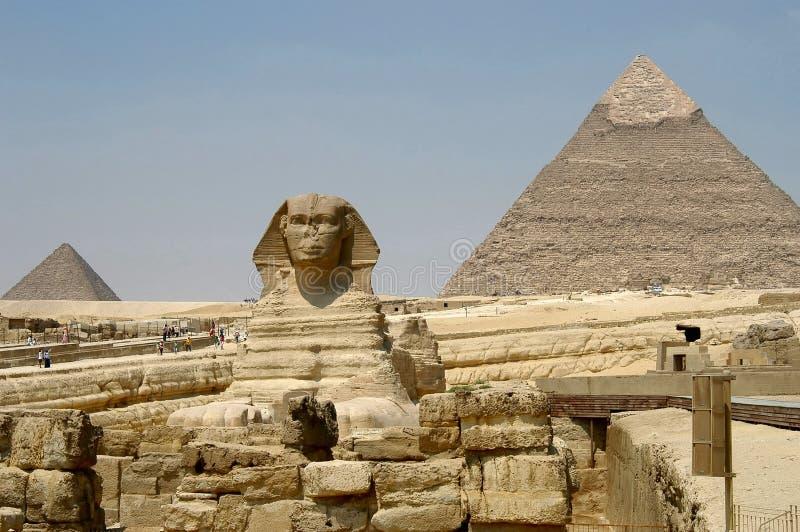 Pyramiden und Sphynx lizenzfreies stockfoto