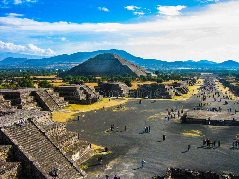Pyramiden von Teotihuacan stockfotos