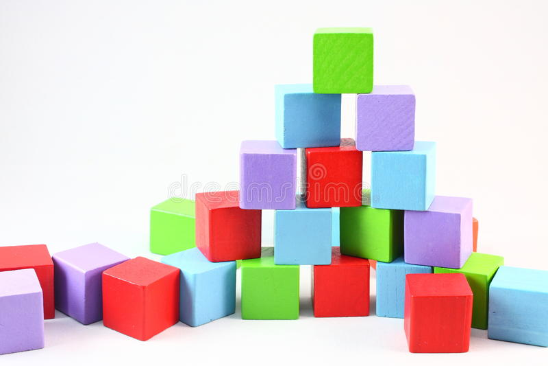 Pyramidenbauklötze lizenzfreie stockbilder