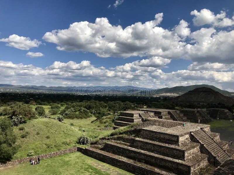 Pyramider av sikten för Teotihuacà ¡ n arkivbild