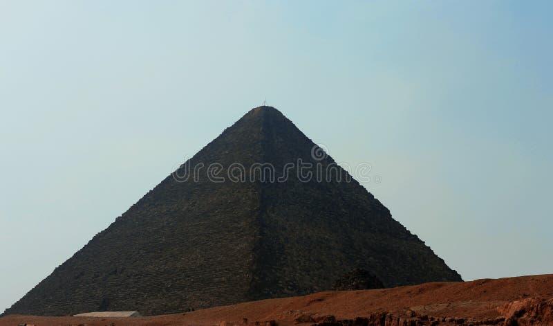 Pyramider i öken av Egypten i Giza royaltyfria bilder