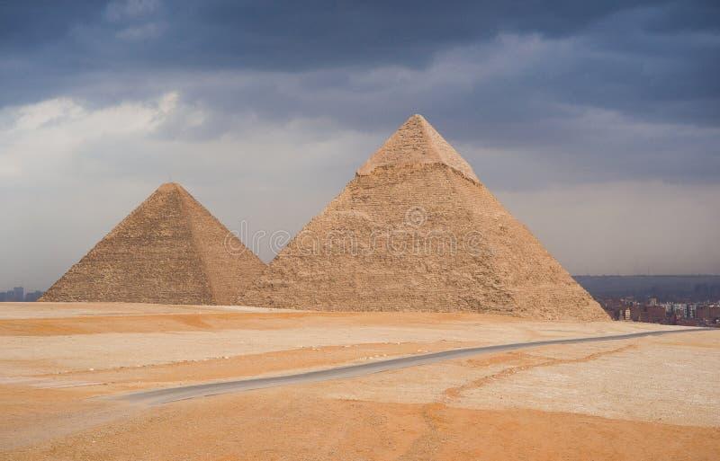 Pyramiderna av Giza royaltyfri bild
