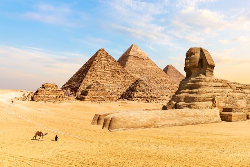 Pyramiderna av Giza och den stora sfinxen, Egypten arkivfoto