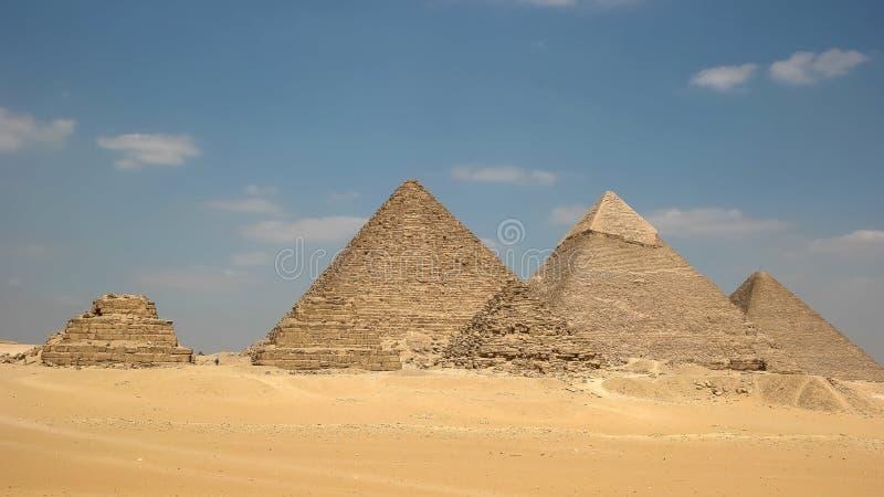 Pyramiderna på giza nära cairo, Egypten arkivbilder