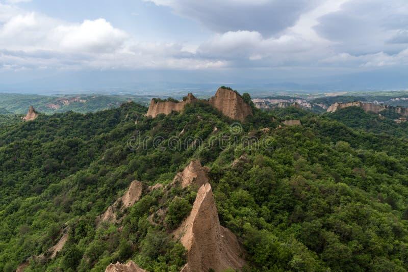 Pyramides de Rozhen - une pyramide unique a formé des falaises de montagnes en Bulgarie photo libre de droits