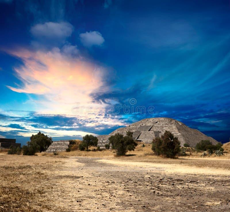 Pyramides de Teotihuacan images libres de droits