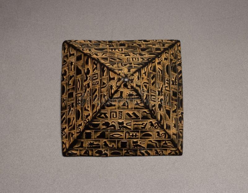 pyramidstatyett royaltyfri foto