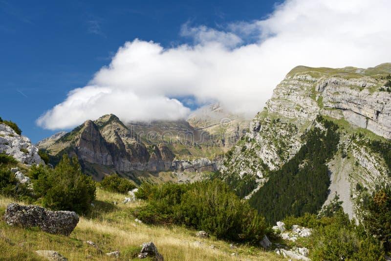 Pyrenees en España imagenes de archivo
