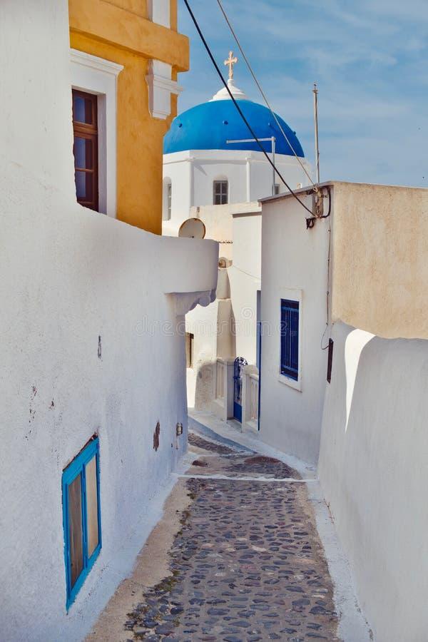 Pyrgos kyrklig och blå himmel fotografering för bildbyråer