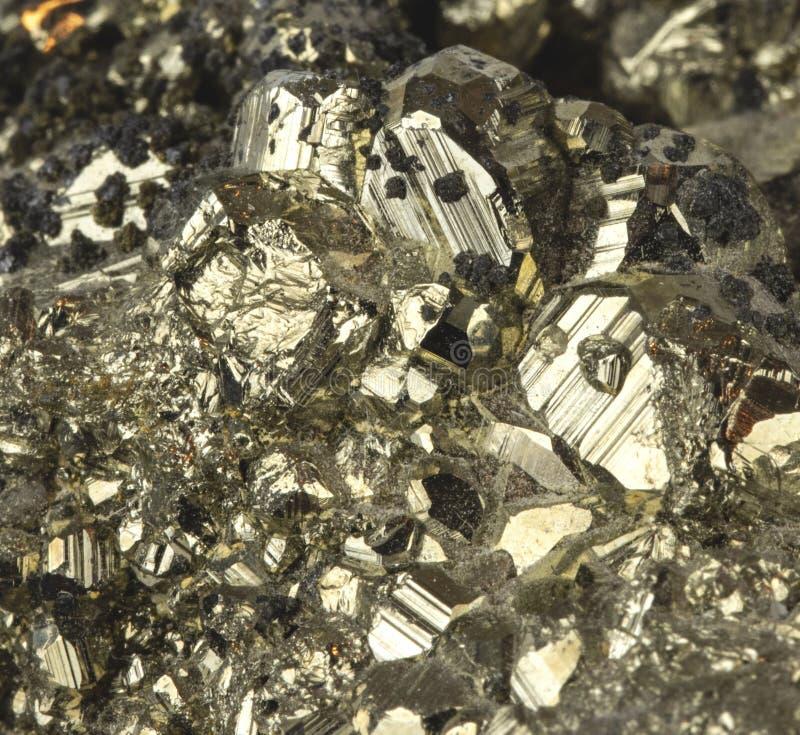 Pyrit-Mineralabschluß herauf Makrodetail-Dummkopf-Gold lizenzfreie stockbilder