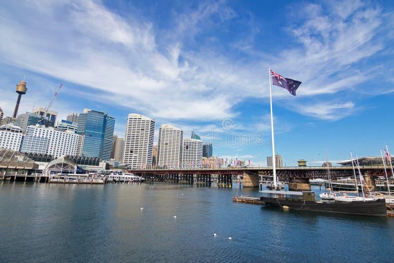 Pyrmontbrug en Kokkelbaai in Darling Harbour, Haven Jackson i stock afbeeldingen