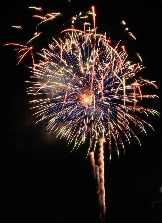 Pyrotechnie de célébration de laps de temps de feux d'artifice de la Floride de plage de Panamá City images libres de droits