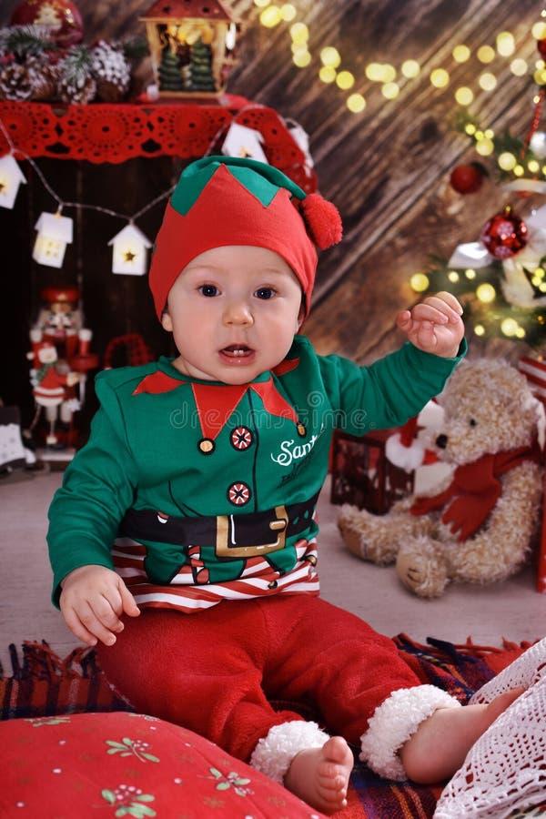 Pys och hans första jul arkivbilder