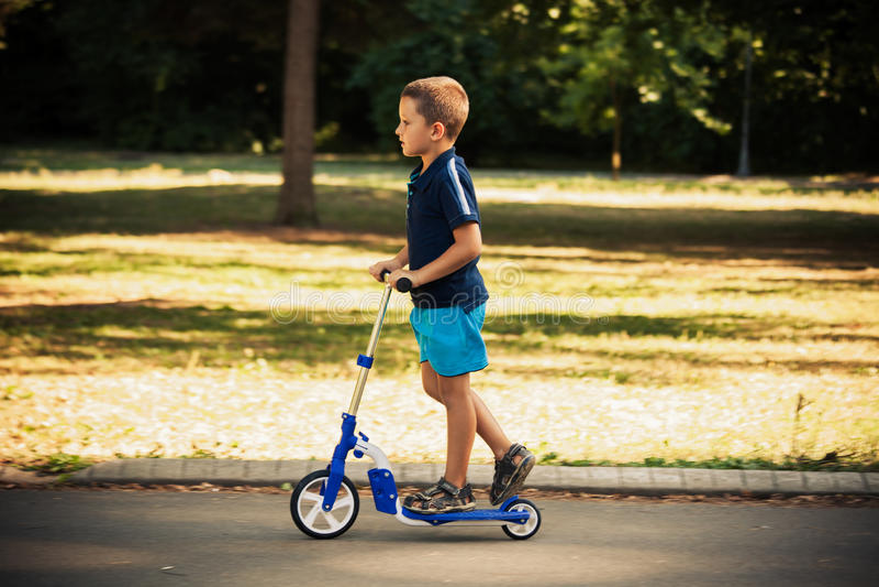 Pysridningsparkcykeln parkerar in fotografering för bildbyråer