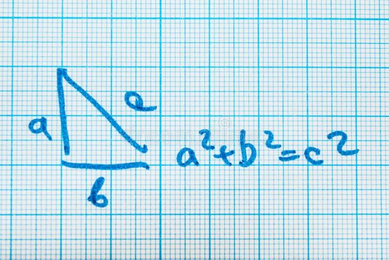 Pythagoreanteorem Ett matematiskt exempel med en triangelmodell royaltyfri illustrationer