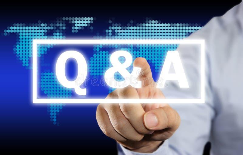 Q & A, frågor och svar Ordtypografibegrepp royaltyfri bild