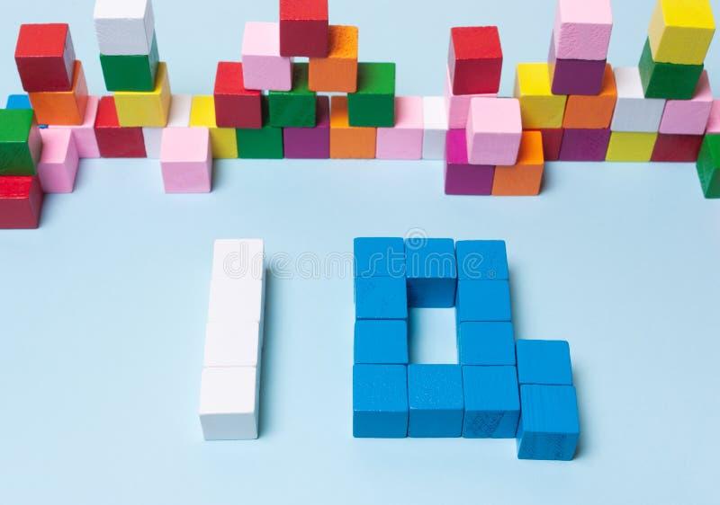 Q.I. da palavra dos cubos multi-coloridos foto de stock