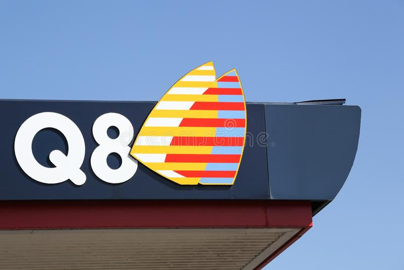 Q8-logo op een benzinestation royalty-vrije stock fotografie