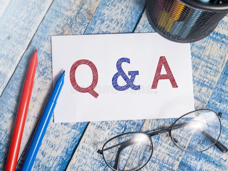 Q & Vragen en Antwoorden, het Motievenconcept van Woordencitaten stock afbeeldingen