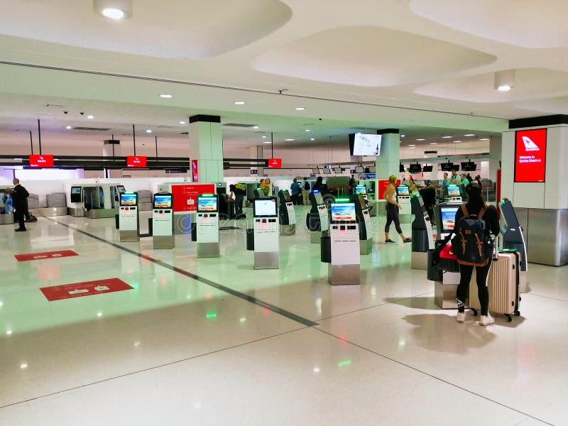 Qantas Sprawdza wewnątrz terminale, Sydney lotnisko międzynarodowe, Australia zdjęcie stock