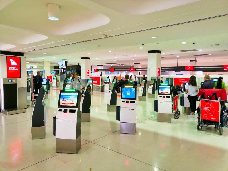 Qantas Sprawdza wewn?trz terminale, Sydney lotnisko mi?dzynarodowe, Australia fotografia stock
