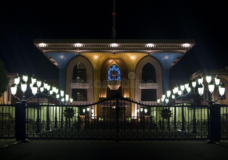 Qasr Al Alam Royal Palace vid natt, Muscat royaltyfri foto