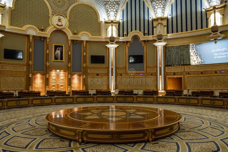 Qasr Al Watan, Palácio Presidencial dos Emirados Árabes Unidos, Abu Dhabi Sala de conferências foto de stock royalty free