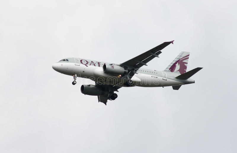 Qatar Airways Airbus A319. Ready to land royalty free stock photos