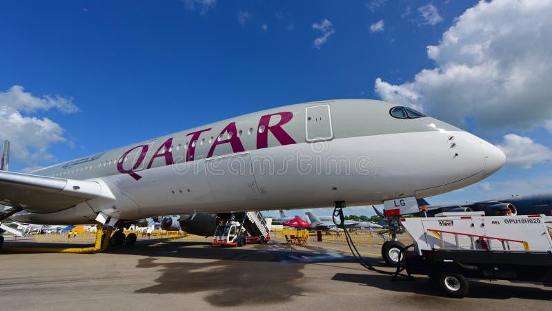 Qatar Airways Airbus A350-900 XWB su esposizione a Singapore Airshow immagini stock libere da diritti