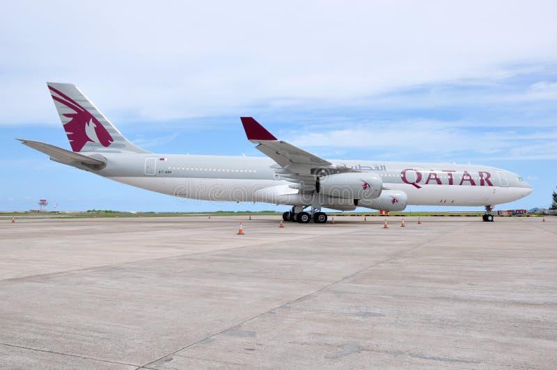Qatar Airways-Luchtbus A340 stock afbeelding